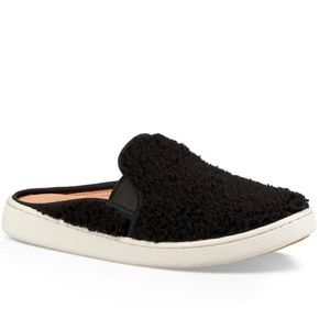 UGG Australia Women's Black Luci Slip-On Sneakers